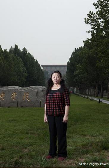 Giáo sư Lâm Triết bên ngoài Trường Đảng Trung ương (Ảnh: Eric Gregory Powell)
