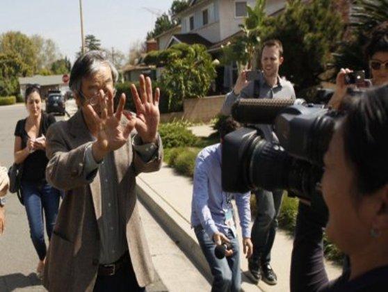Ngay sau khi có bài của Newsweek, Nakamoto bị báo chí săn lùng ráo riết. (REUTERS/David McNew.)
