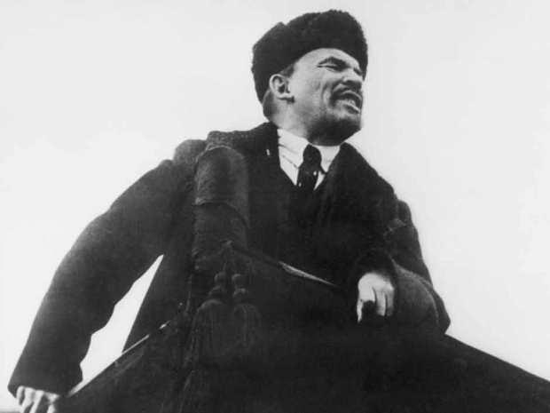 Lenin phát biểu vào tháng 10/1918 ở Moscow trong lễ kỷ niệm 1 năm cách mạng Bolshevik. (AFP/Getty Images)