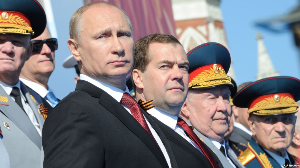 Liệu thủ tướng Dmitry Medvedev có lên nắm quyền nếu Putin bị mất năng lực làm tổng thống, như hiến pháp quy định? (Ảnh: RIA Novosti)