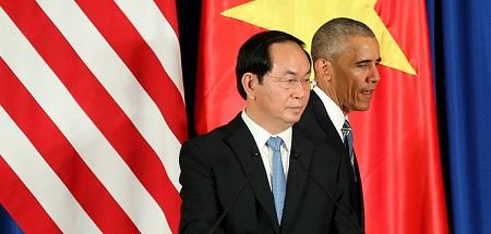 Chủ tịch nước Việt Nam Trần Đại Quang và Tổng thống Mỹ Barack Obama tại cuộc họp báo ở Trung tâm Hội nghị Quốc tế ở Hà Nội hôm 23-5-2016. (Ảnh: Luong Thai Linh / POOL/AFP/Getty Images)