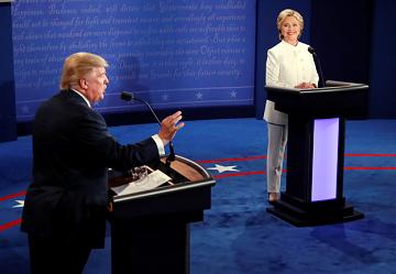 Donald Trump và Hillary Clinton trong cuộc tranh luận thứ ba và cuối cùng ở Đại học Nevada, Las Vegas, ngày 19-10-2016. (Ảnh: Fortune.)